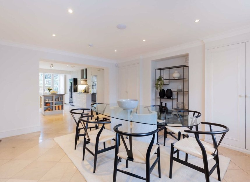 Properties for sale in Clarendon Road - W11 3AD view4