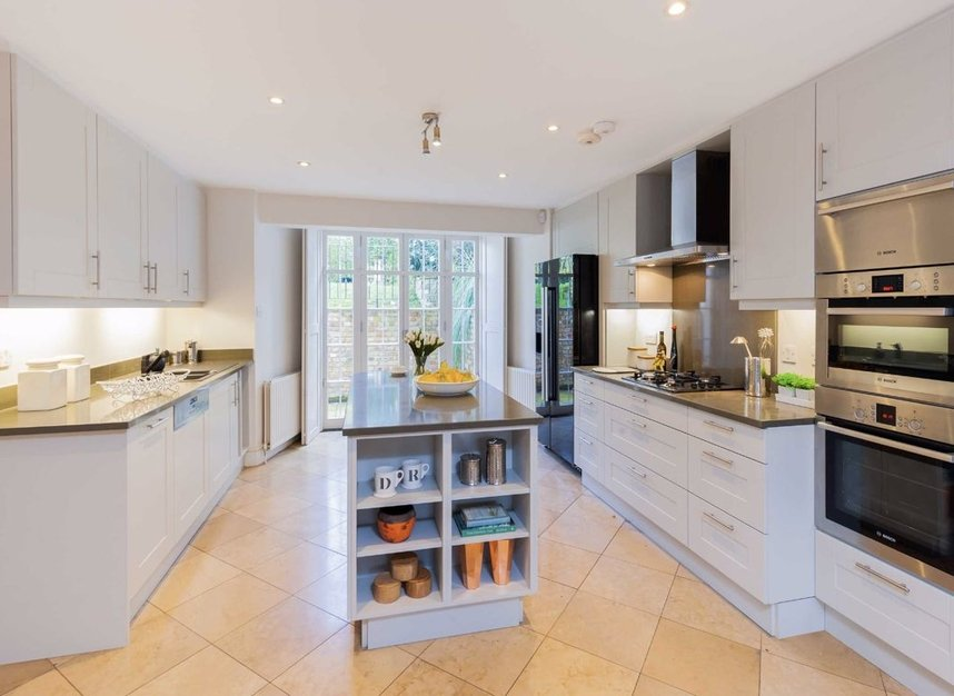 Properties for sale in Clarendon Road - W11 3AD view3