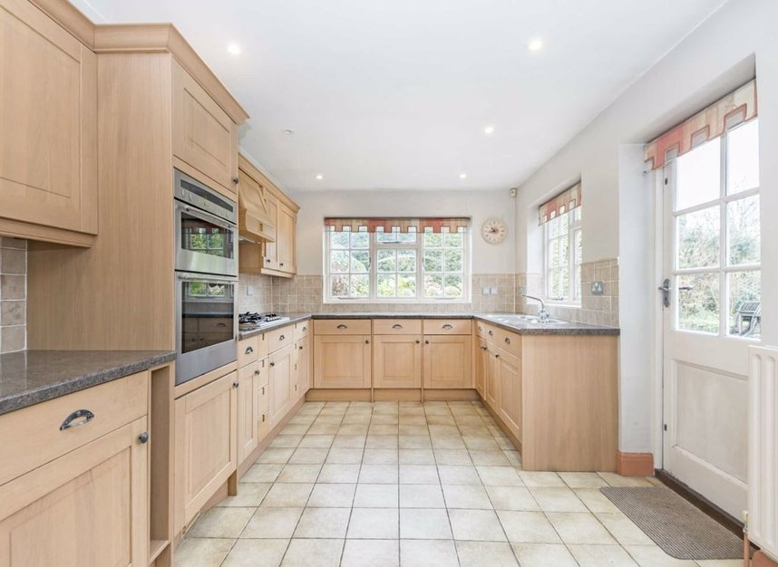 Properties for sale in Courtlands Avenue - TW12 3NT view5