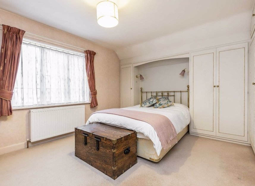 Properties for sale in Courtlands Avenue - TW12 3NT view6