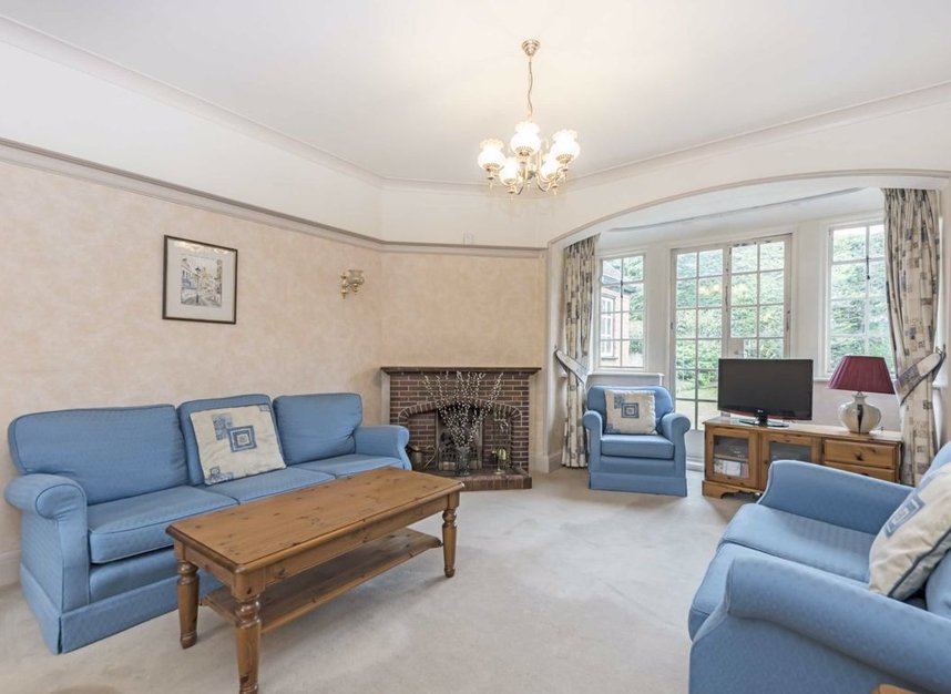 Properties for sale in Courtlands Avenue - TW12 3NT view2