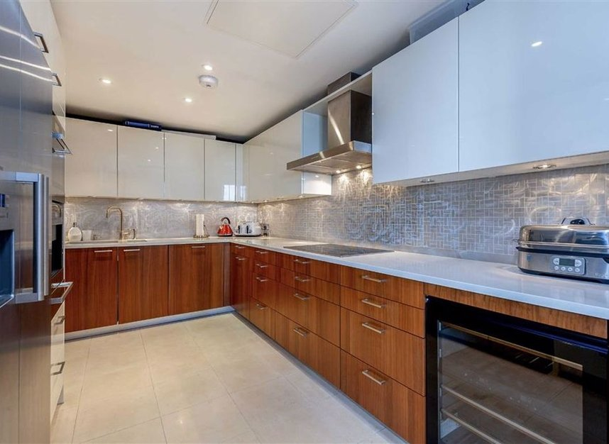 Properties for sale in Cromwell Road - SW7 4XN view6
