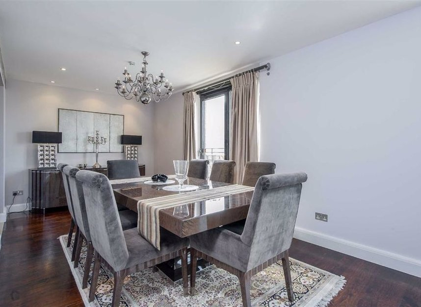 Properties for sale in Cromwell Road - SW7 4XN view5