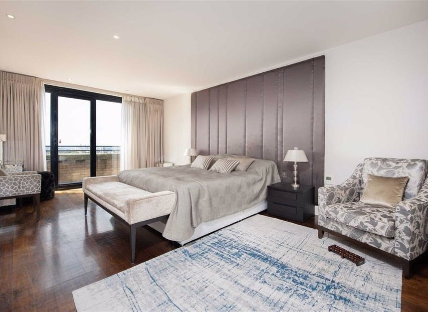 Properties for sale in Cromwell Road - SW7 4XN view4
