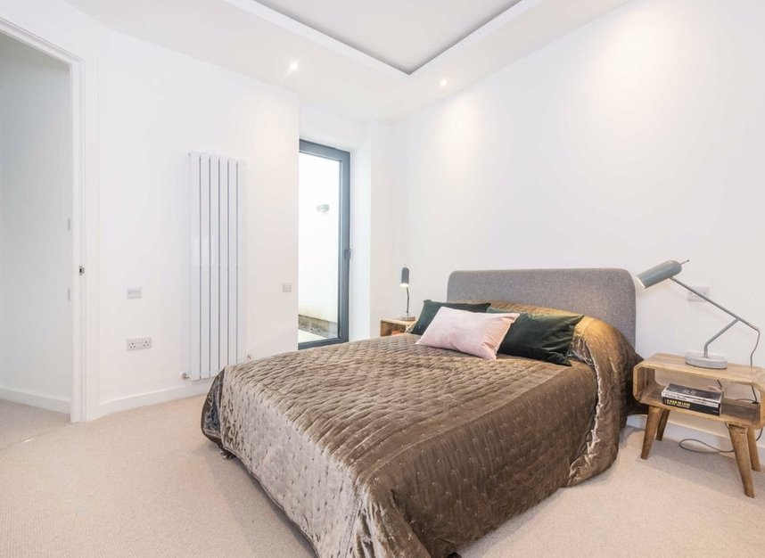 Properties for sale in Crown Street - W3 8SB view6