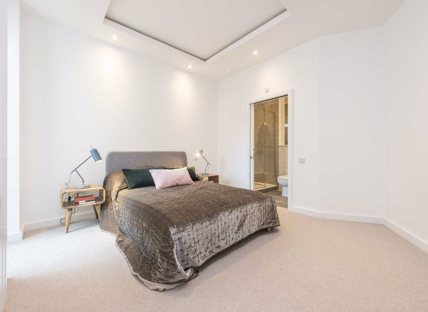 Properties for sale in Crown Street - W3 8SB view4