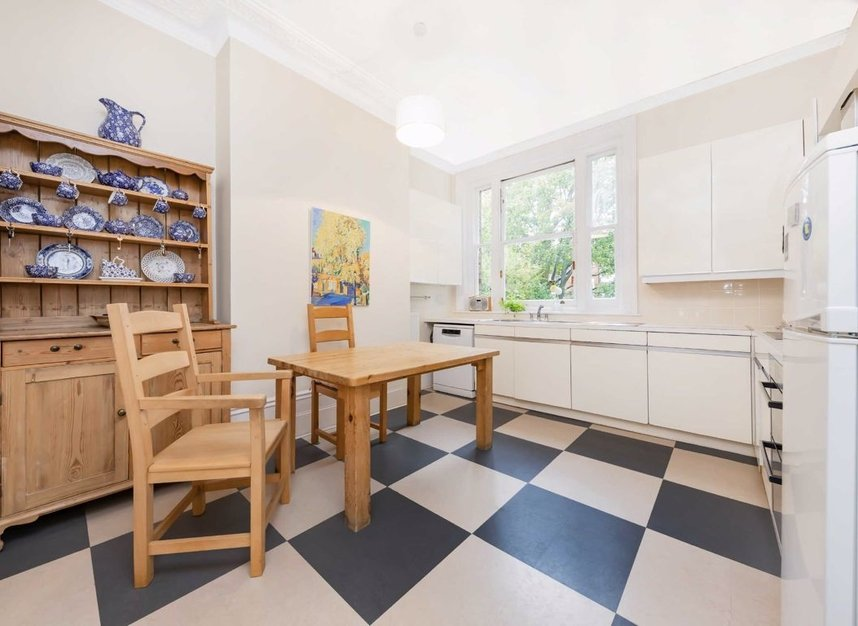 Properties for sale in Denning Road - NW3 1ST view7