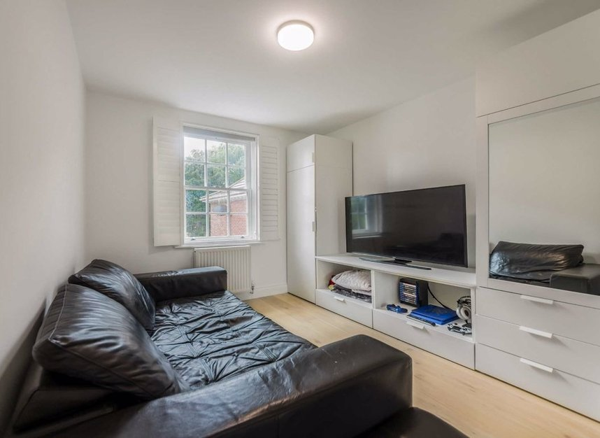 Properties for sale in Dickens Close - TW10 7AU view10