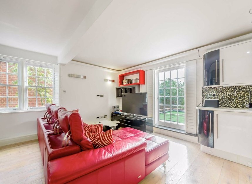 Properties for sale in Dickens Close - TW10 7AU view13