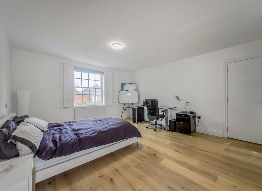 Properties for sale in Dickens Close - TW10 7AU view8