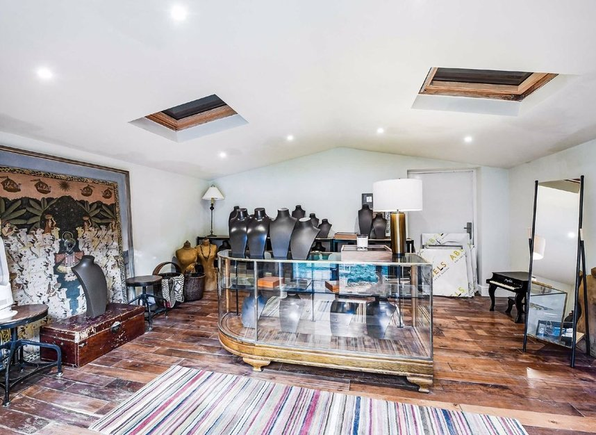 Properties for sale in Dordrecht Road - W3 7TF view11