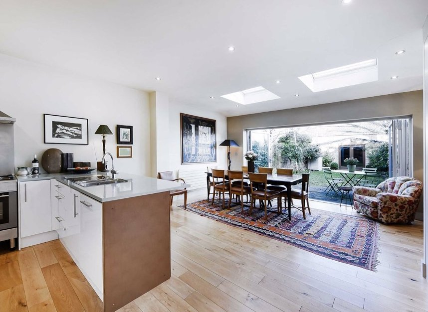 Properties for sale in Dordrecht Road - W3 7TF view4
