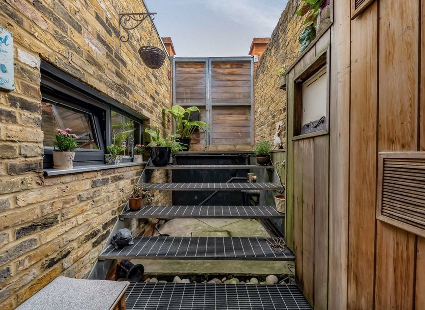 Properties for sale in Dundonald Road - NW10 3HR view4
