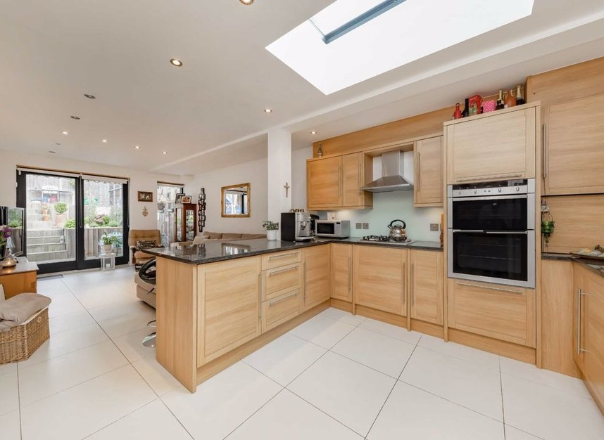 Properties for sale in Dundonald Road - NW10 3HR view2
