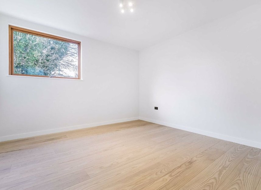 Properties for sale in Edenbridge Road - E9 7DR view8