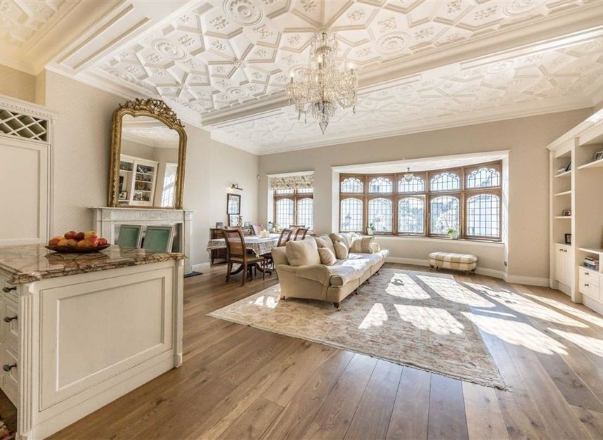 Properties for sale in Ennismore Gardens - SW7 1NH view2