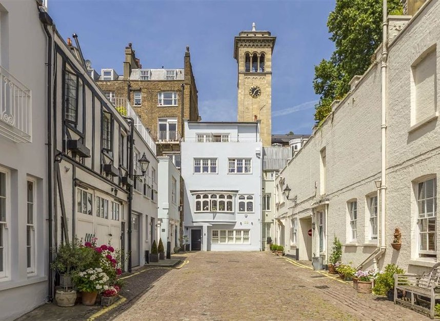 Properties for sale in Ennismore Gardens - SW7 1NH view1