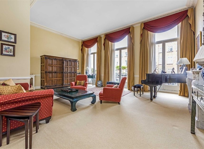 Properties for sale in Ennismore Gardens - SW7 1NL view9