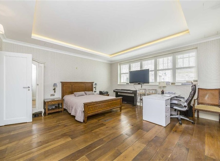 Properties for sale in Ennismore Gardens - SW7 1NH view11