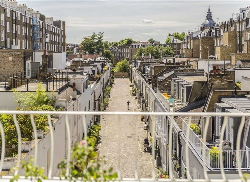 Properties for sale in Ennismore Gardens - SW7 1NH view4
