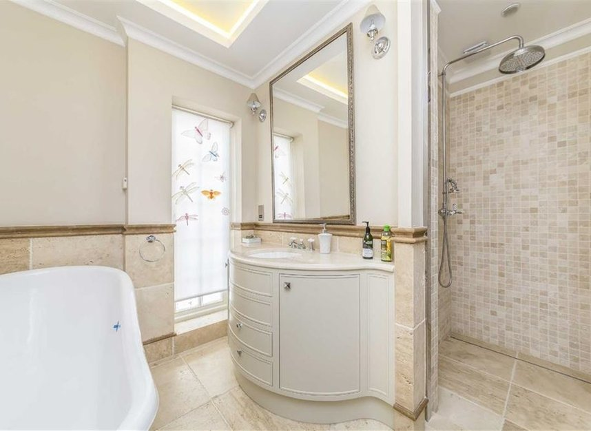 Properties for sale in Ennismore Gardens - SW7 1NH view9