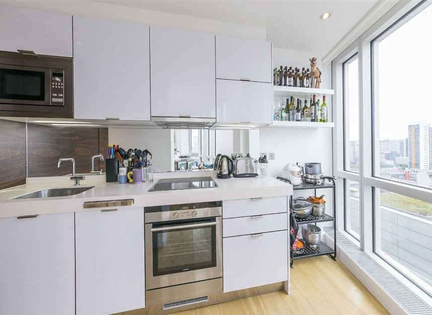 Properties for sale in Fairmont Avenue - E14 9JB view5