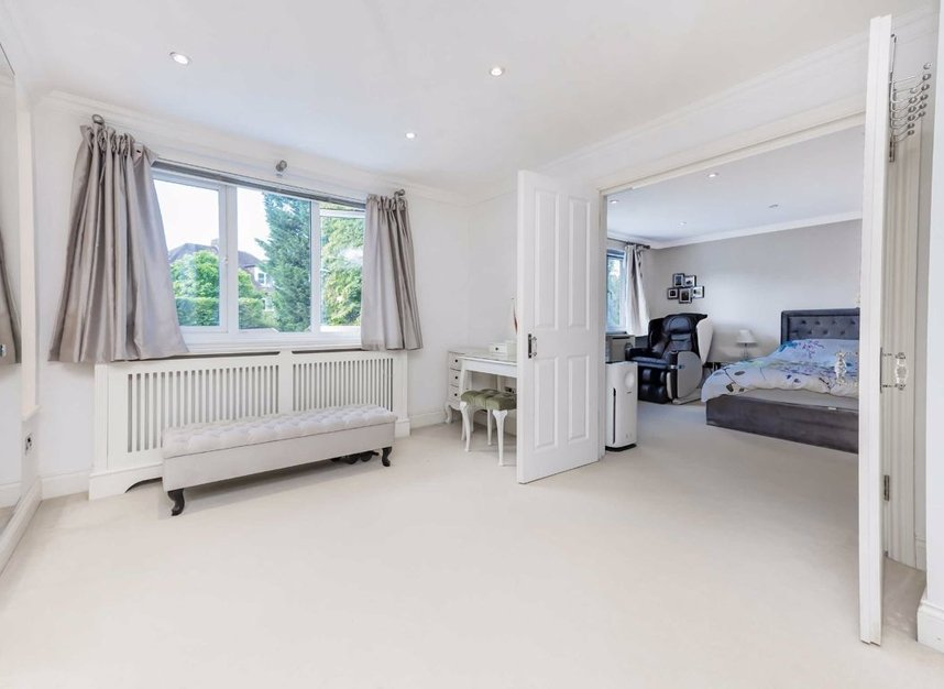 Properties for sale in Finchley Road - NW3 7BS view8
