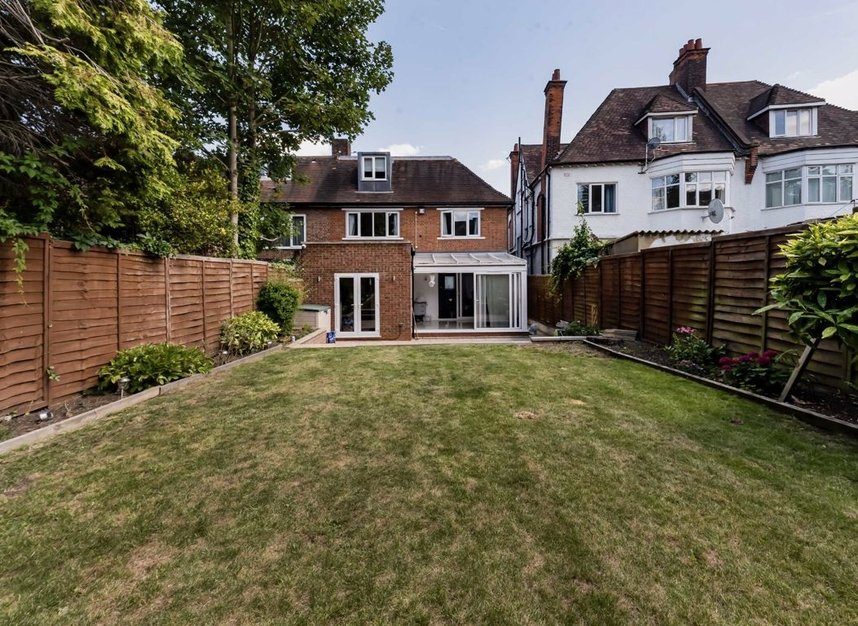 Properties for sale in Finchley Road - NW3 7BS view4