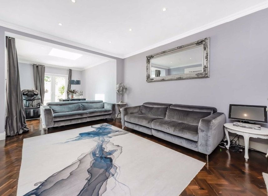 Properties for sale in Finchley Road - NW3 7BS view2