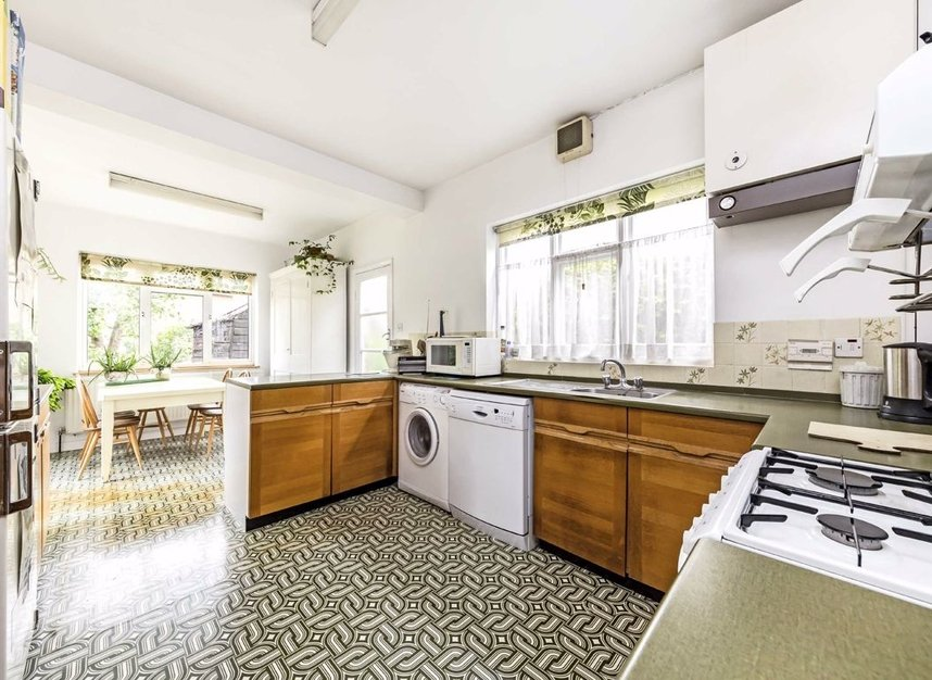 Properties for sale in Gloucester Road - TW12 2UQ view3