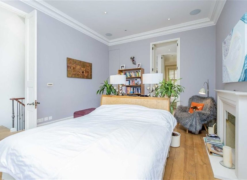 Properties for sale in Gloucester Walk - W8 4HY view9