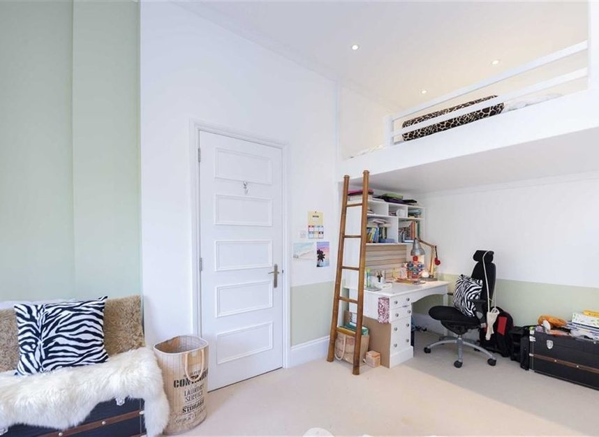Properties for sale in Gloucester Walk - W8 4HY view11