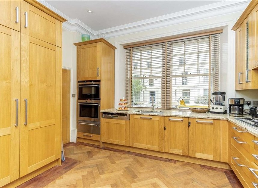 Properties for sale in Gloucester Walk - W8 4HY view4