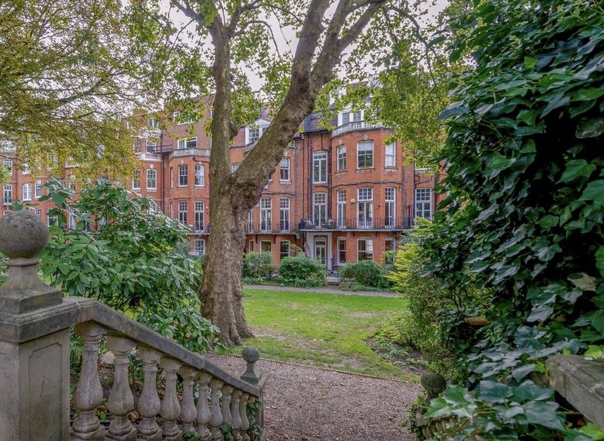 Properties for sale in Gloucester Walk - W8 4HY view8