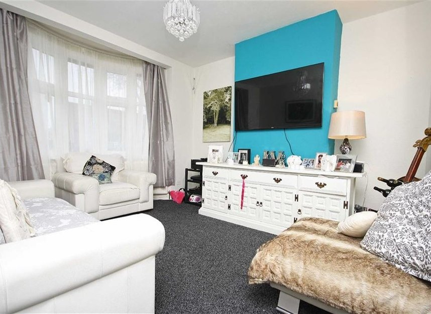 Properties for sale in Hall Road - TW7 7PA view2