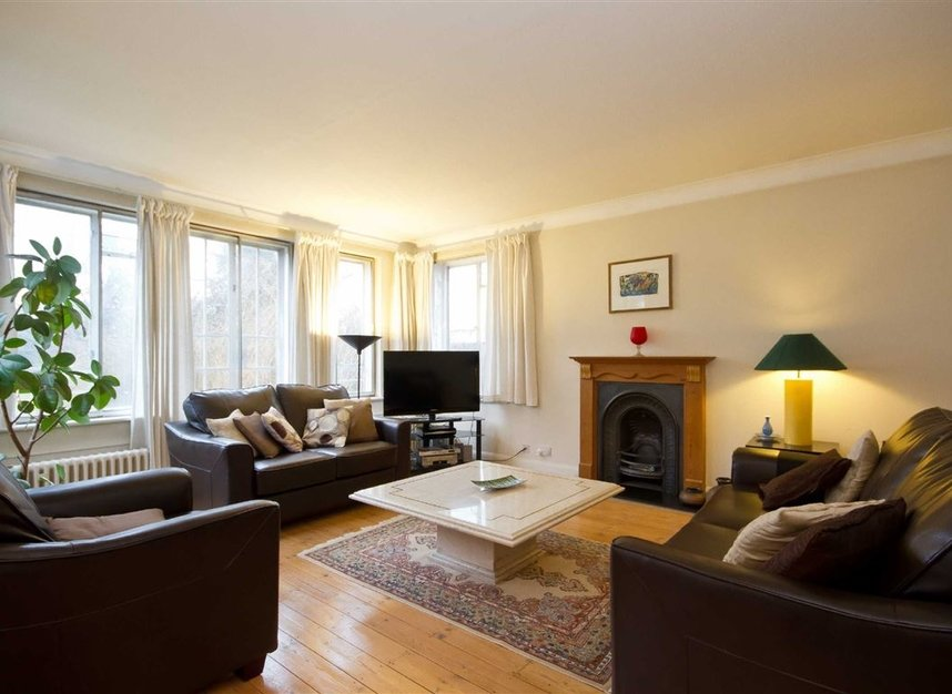 Properties for sale in Hanger Lane - W5 3DA view2