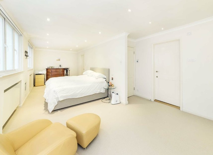 Properties for sale in Holbein Mews - SW1W 8NN view4