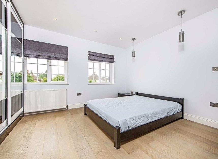 Properties for sale in Howard Close - W3 0JY view6