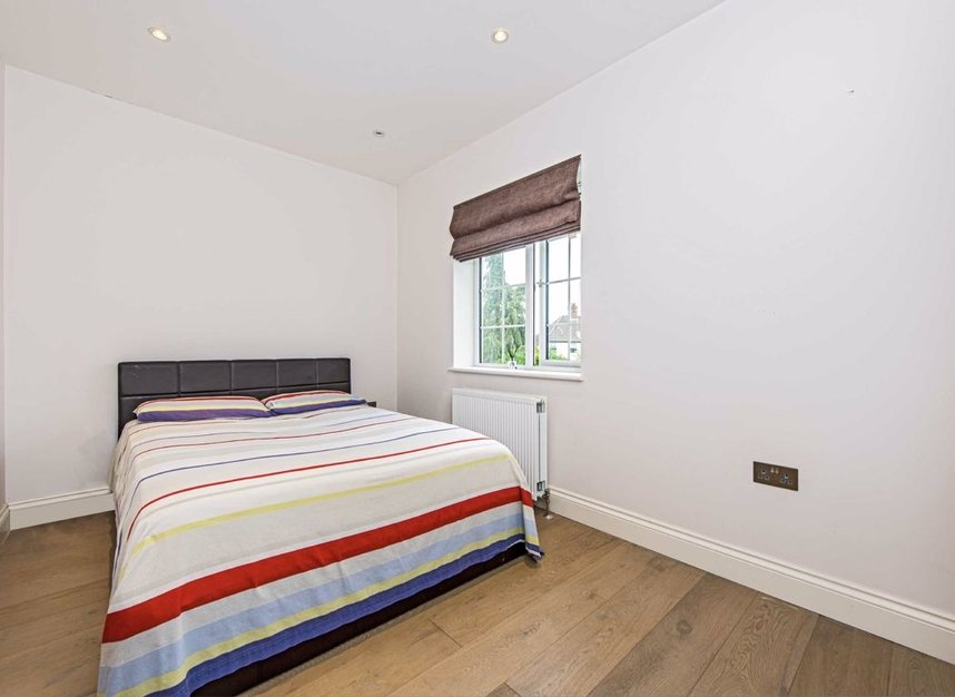 Properties for sale in Howard Close - W3 0JY view7