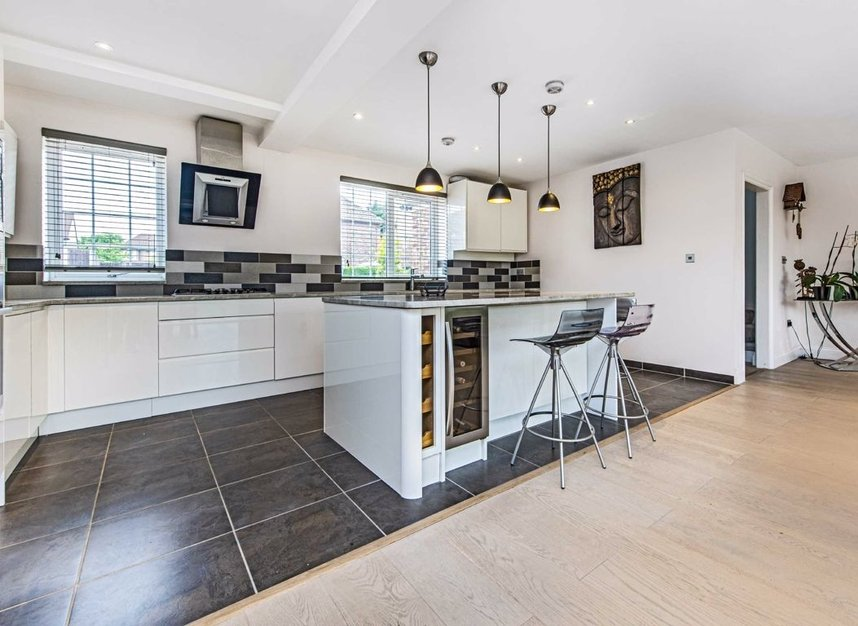 Properties for sale in Howard Close - W3 0JY view4