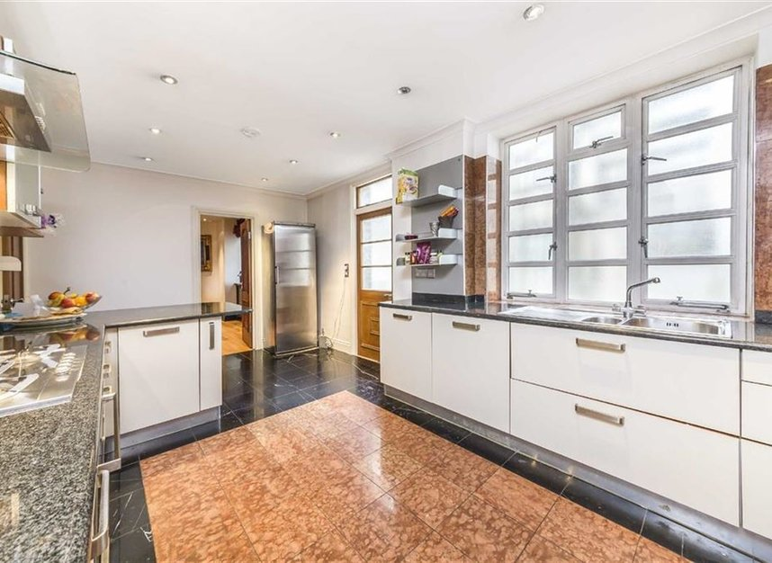 Properties for sale in Hyde Park Place - W2 2LF view3