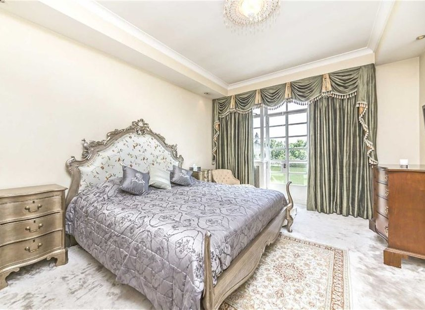 Properties for sale in Hyde Park Place - W2 2LF view6