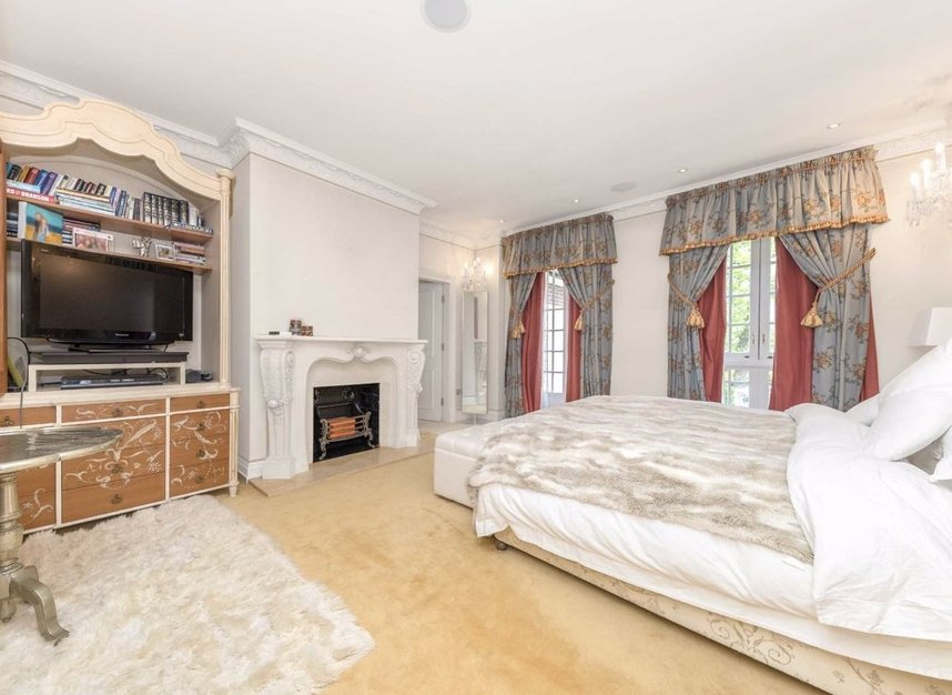 Properties for sale in Ingram Avenue - NW11 6TG view7
