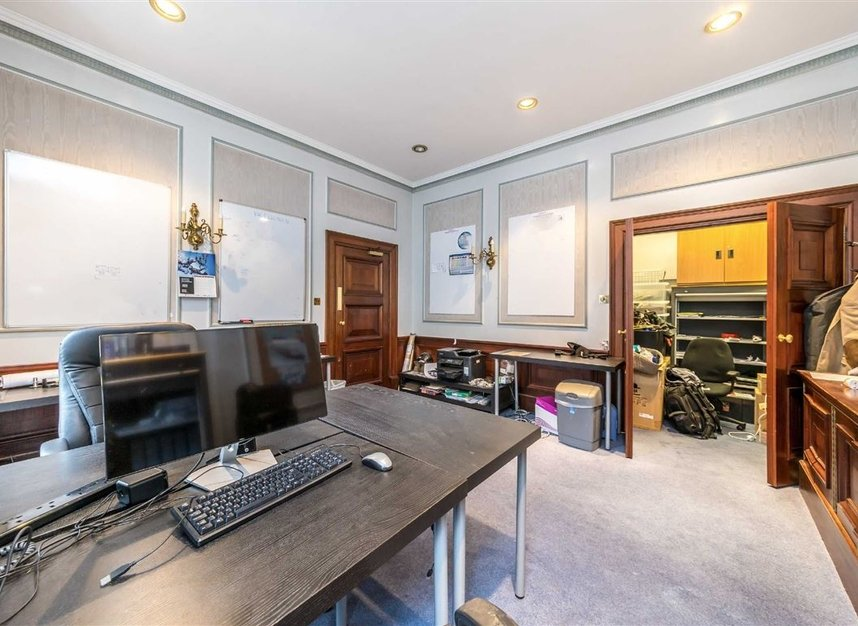 Properties for sale in John Street - WC1N 2BX view4