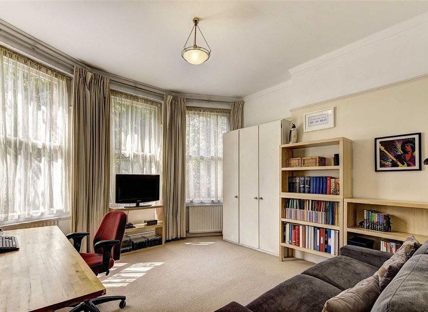 Properties for sale in Kensington Court - W8 5DT view5