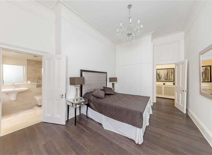 Properties for sale in Kensington Gore - SW7 2AW view5