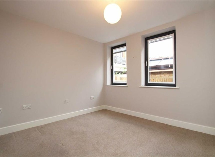 Bed Flat Kingston For Sale