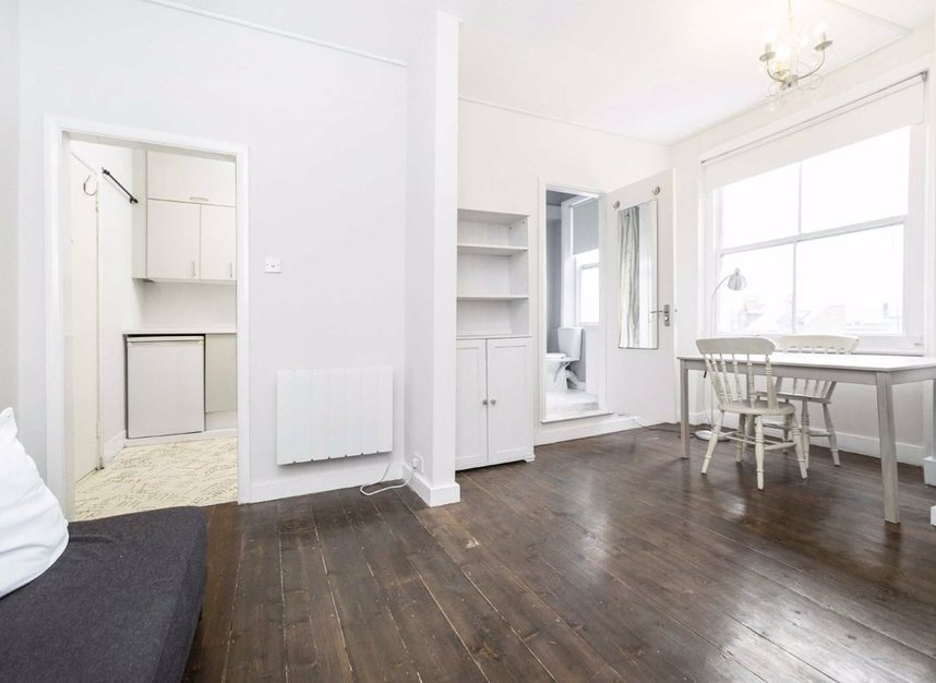 Properties for sale in Ladbroke Grove - W11 1PG view2