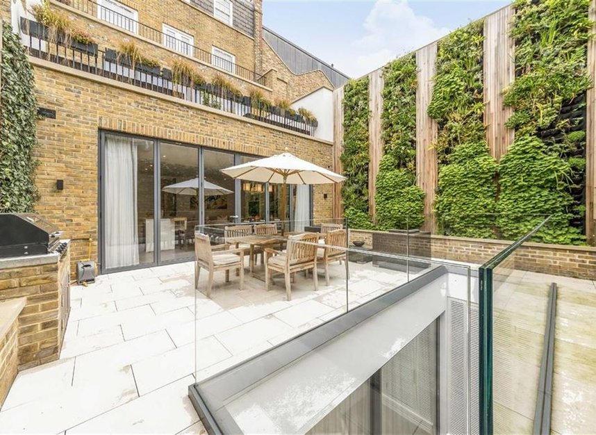Properties for sale in Lonsdale Road - W11 2DE view5