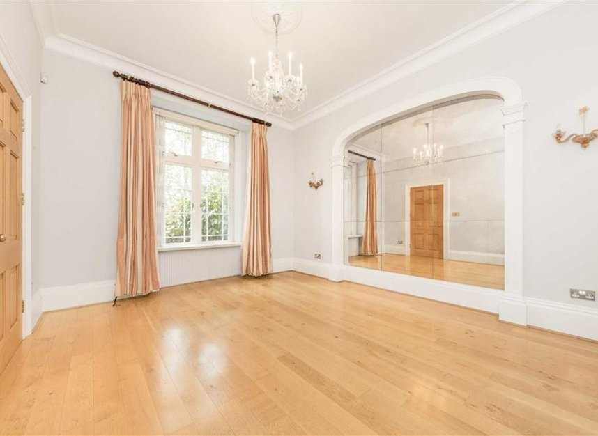Properties for sale in Loudoun Road - NW8 0LT view4